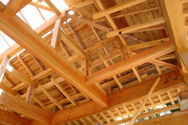 【家づくりのこと】木造建築を建てる際に知っておきたい!木造軸組工法(在来工法)とツーバイフォー工法って何?